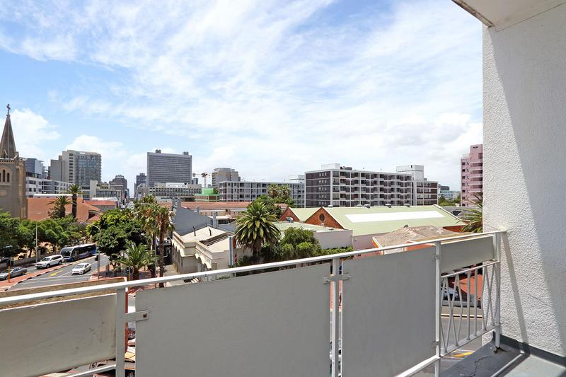 Property For Sale in Gardens, Cape Town 25